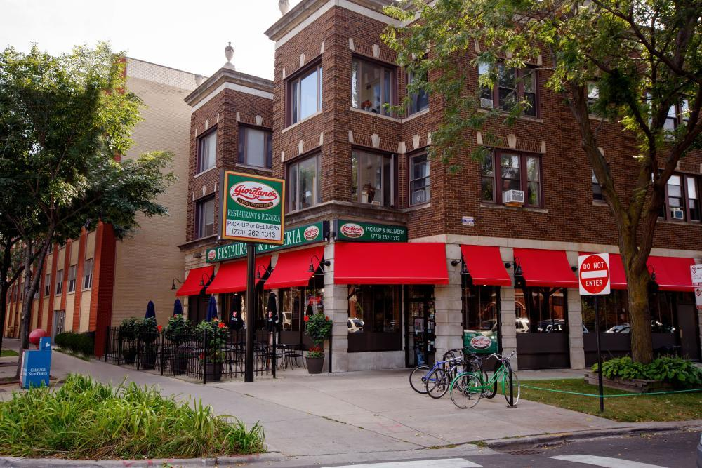 Best Pizza Place In Rogers Park Il Giordano S